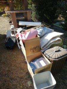 【奈良市】遺品整理で布団、ゴミ箱、スーツケース、ラック等の回収・処分ご依頼